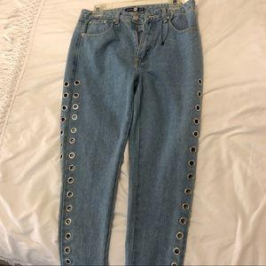 Boohoo Mom Jeans with keyhole